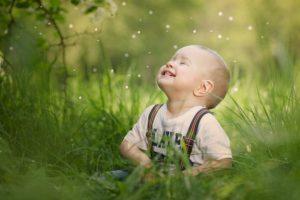 Som dette barn har vi alle glæde og lykke i os.