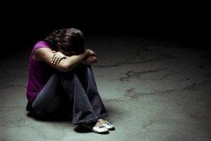 En ensom kvinde som er ramt af sygdom skal arbejde med Familieosptilling