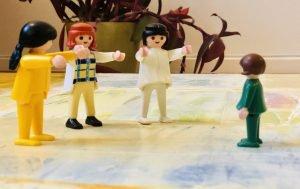 Systemisk opstilling. Med figurer kan man føre samtaler med børn.